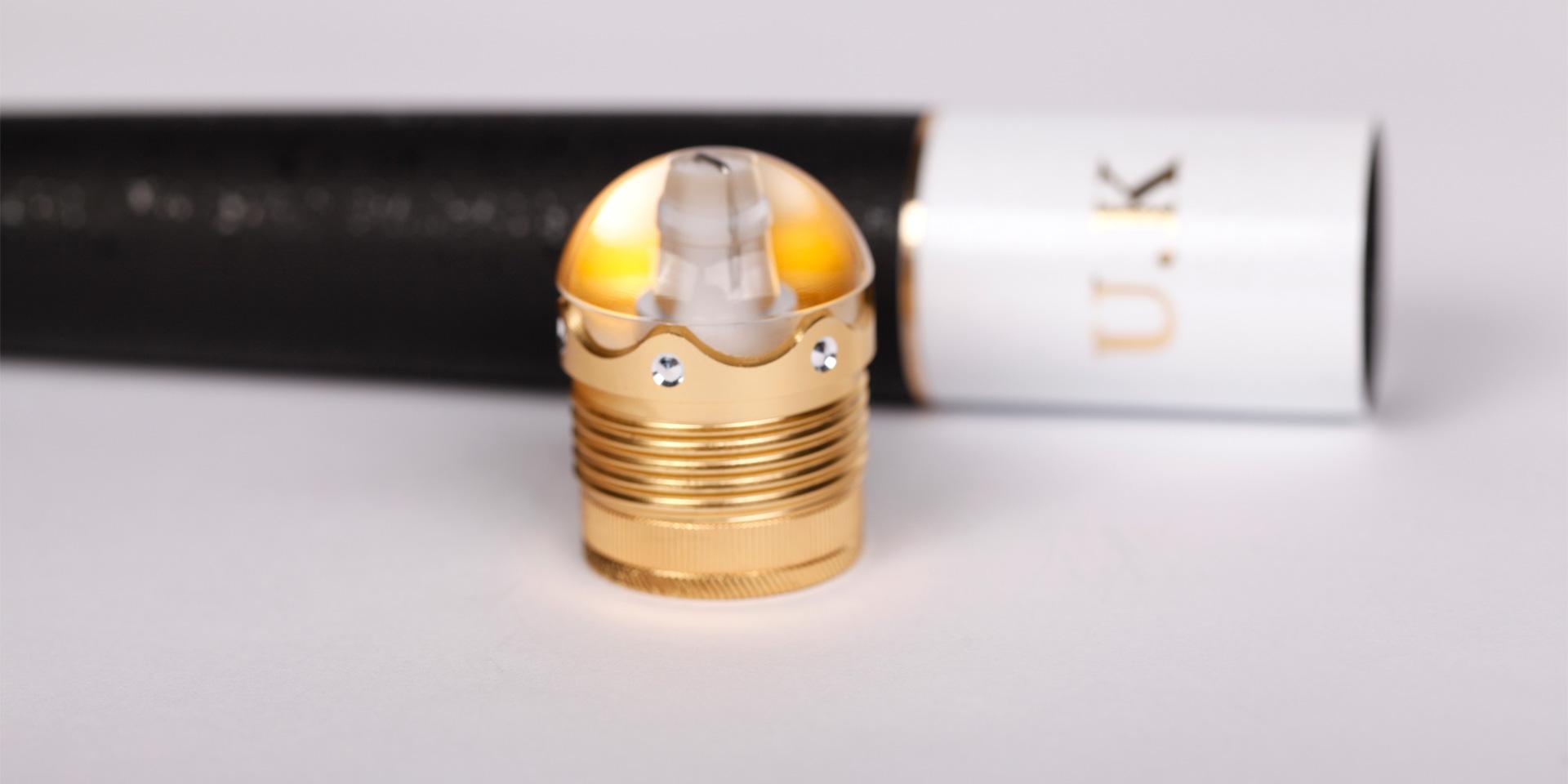 合金嵌钻水晶后堵可360°旋转隐藏失手环,并装配可卸式纯金属配重件可随心所欲调节重心
