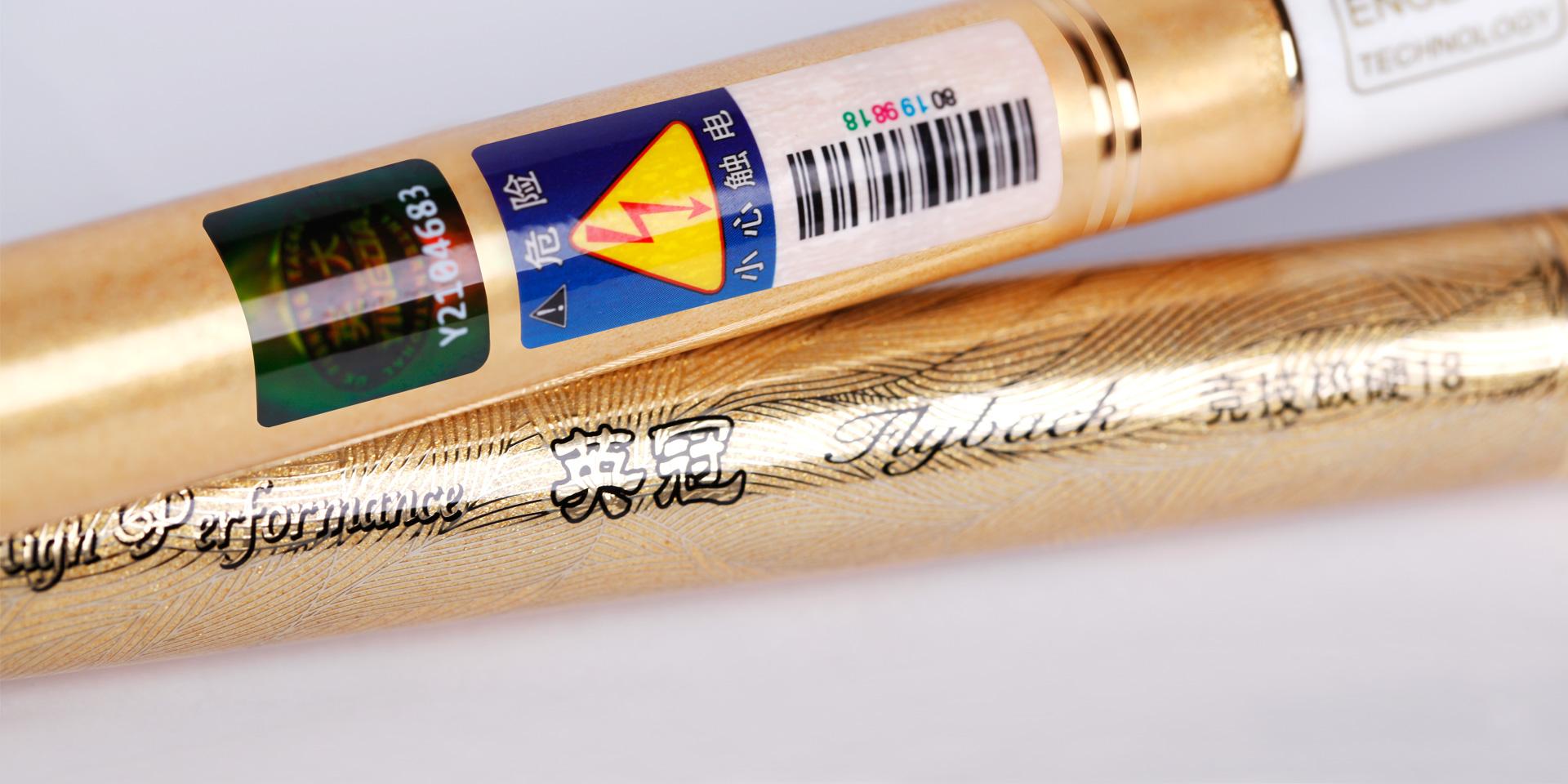 涂装设计为黑色搭配香槟金,融入彩粉金色点缀,段涂处24K金色线丝纹理镶嵌,洋溢尊贵气息的同时,又显高雅时尚的品位