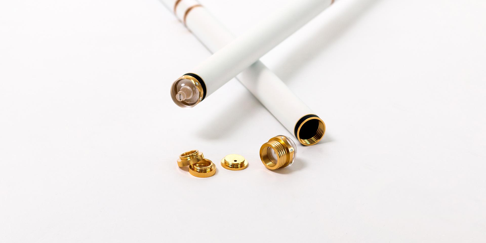 合金嵌钻工艺水晶后堵可360°旋转隐藏失手环(此项已获得国家专利保护),并装配可卸式纯金属配重件可随心所欲调节重心
