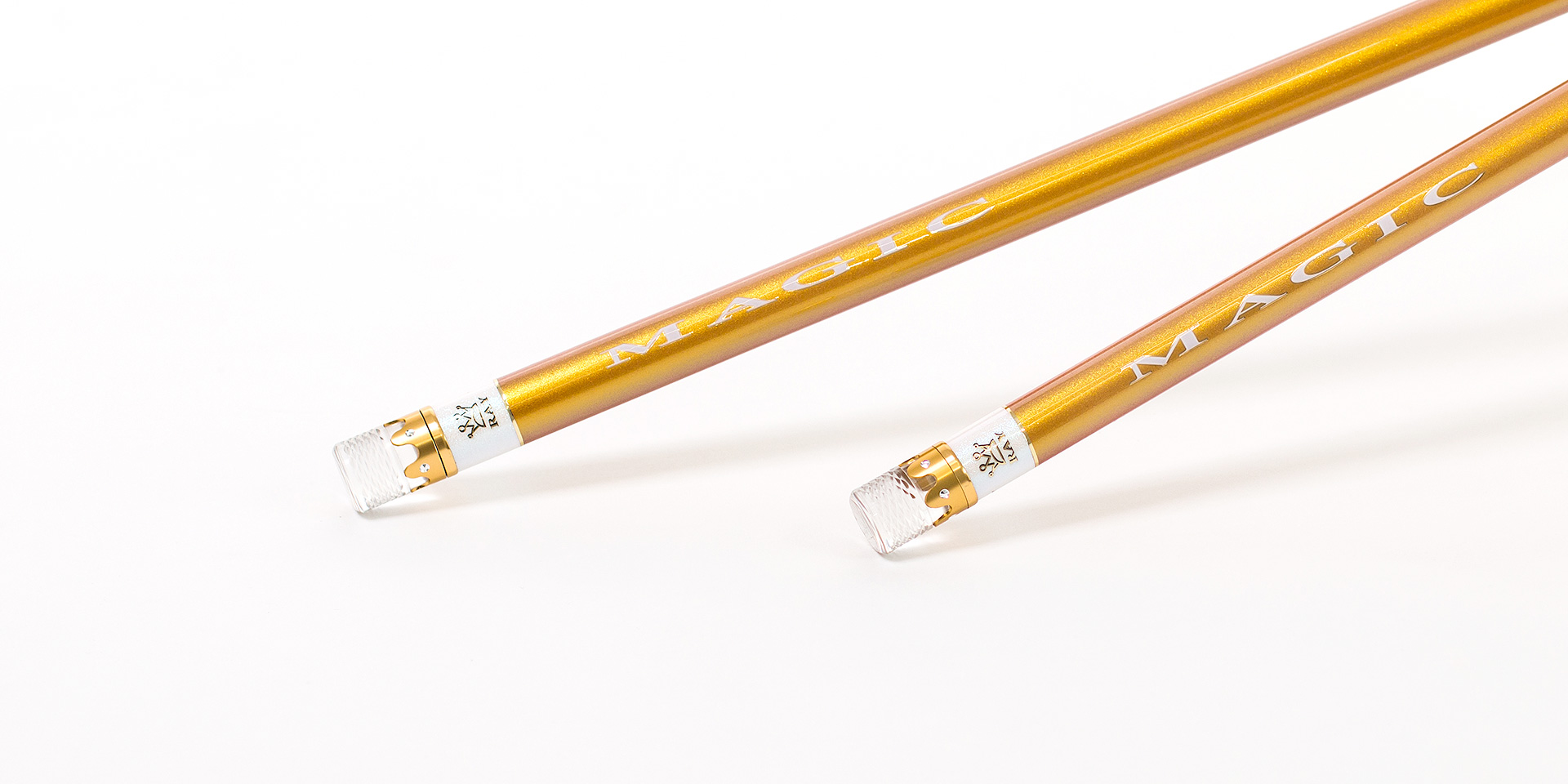 MAGIC主题设计元素,搭配合金嵌钻水晶前堵,更显品质高雅