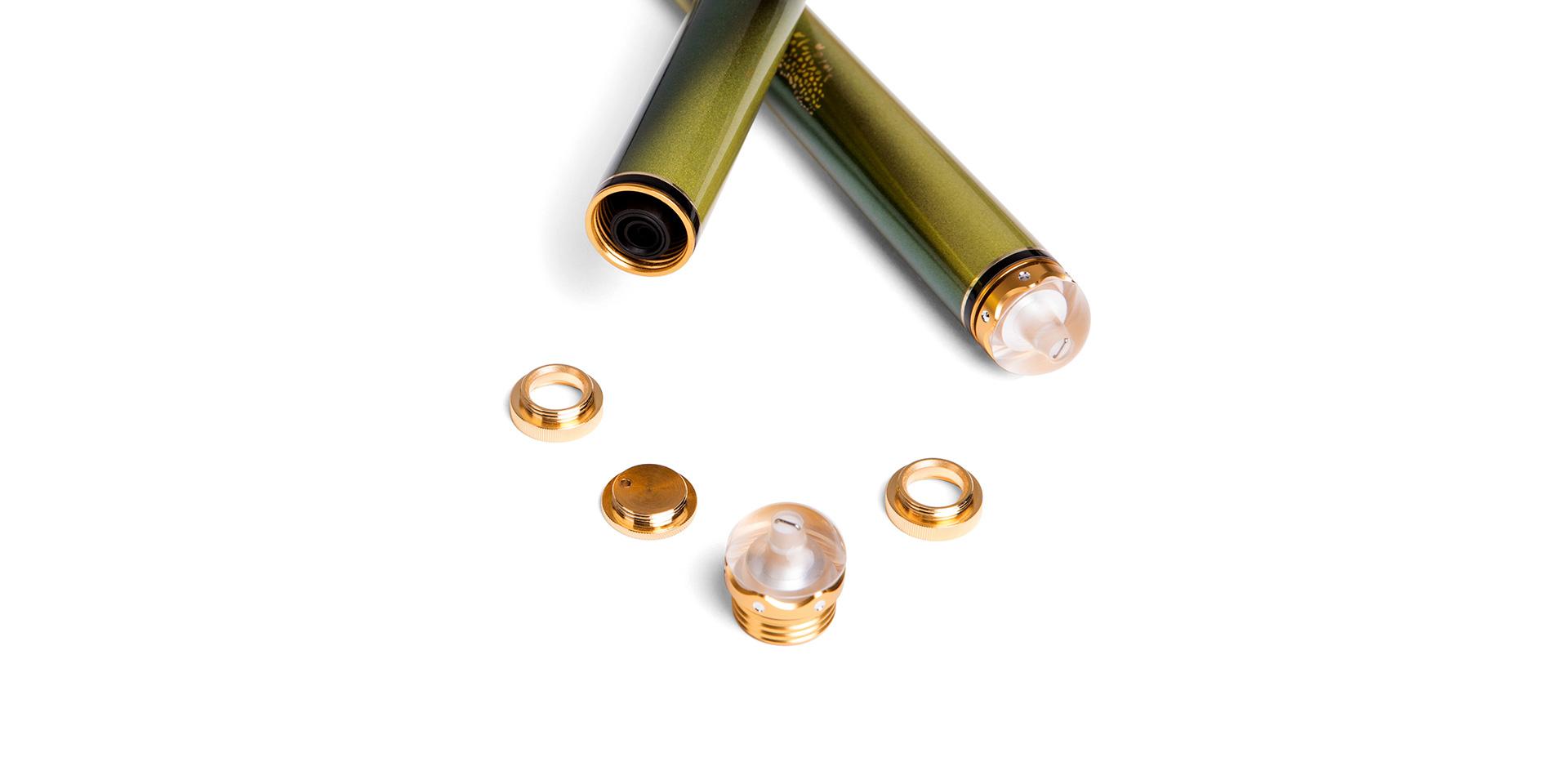 多魔・HK5的合金嵌钻工艺水晶后堵可360°旋转隐藏失手环(此项已获得国家专利保护),并装配可卸式纯金属配重件可随心所欲调节重心。
