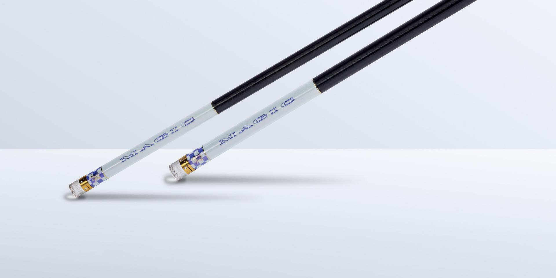 涂装采用了鸢尾花的蓝色调Blue Iris ,给人一种淡淡的魔法色彩,与珍珠白色闪金格子相间搭配,稳重不失时尚。金色烫金logo标志,透视出传统与现代的自然韵致,尽显尊贵与时尚。