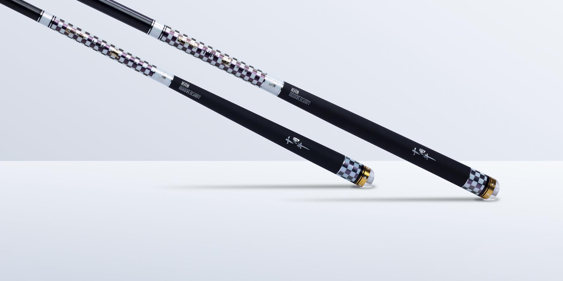 高级橡胶防滑手把,握感舒适,搭配合金嵌钻工艺水晶(前)后堵可360°旋转隐藏失手环(此项已获得国家专利保护)。